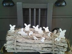 Paashaasjes van witte klei