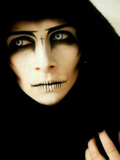 Dark Makeup. Such a cool costume idea. #gothic #halloween