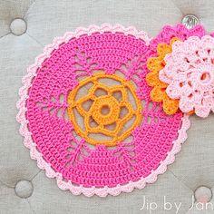 Roze doily volgens patroon uit Mollie Makes haken Jip by Jan