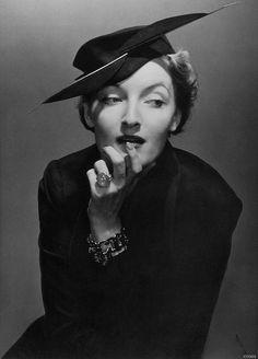 Edward STEICHEN :: Danish actress Gwili Andre, 1936 [for Vogue]