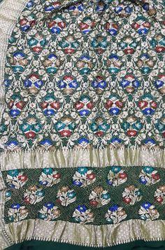 Shop more Handloom Bandhani Saree at Luxurionworld. Pure Georgette Sarees, Bandhani Saree, Georgette Fabric, Pure Silk Sarees, Plain Saree, Green Fabric, Sheer Fabrics, Indian Art, Fabric Material