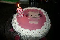 Hello Kitty -täytekakku. Tämän reseptin on tehnyt Kotikokki.netin nimimerkki Aamu