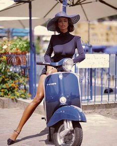 Vespa Girl, Scooter Girl, Vespa Lambretta, Vespa Scooters, Motor Scooters, Vespa Vintage, Biker Girl, Girl Motorcycle, Motorcycle Quotes