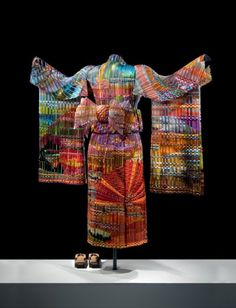 Known then primarily for their woven bowls, Eric Markow & Thom Norris are credited with developing the glass weaving technique.    They are currently working on a series of four life-size kimonos representing the four seasons during different times of the day. Each woven glass kimono stands at more than 5 feet tall with an arm span of 4.5 feet. This one is autumn sunset back