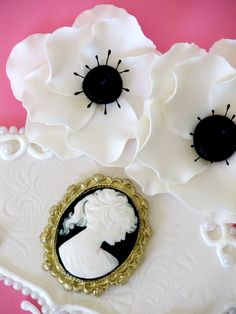 gumpaste cameo brooch mold | ... cameo and anemones are gumpaste and there is stenciling on the side