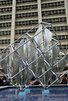 """Alejandro Otero: """"Espejo Solar II"""" escultura ubicada en la Torre Cadafe, de El Marqués, Caracas, Venezuela"""
