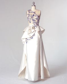 The Bespoke Archives at Mihca Cho Gala Dresses, Dressy Dresses, Couture Dresses, Elegant Dresses, Beautiful Dresses, Mother Of The Bride Dresses Long, Mothers Dresses, Hijab Evening Dress, Evening Dresses