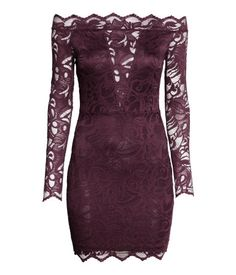 Fitted, off-the-shoulder lace dress with long sleeves and narrow, concealed elastication at neckline. Dark purple. | Party in H&M