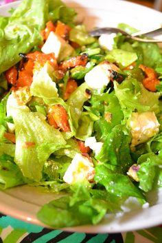 Karamellisoitu Myskikurpitsasalaatti vuohenjuustolla