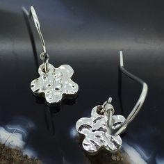 Cute Silver Daisy Flower Earrings £10.50