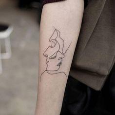 idée tatouage femme bras abstrait