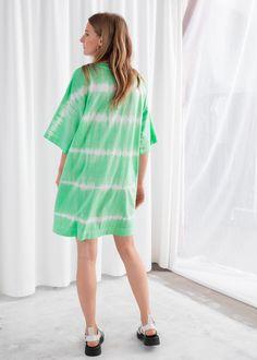 Oversized Organic Cotton T-Shirt Dress - Tie Dye - Mini dresses - & Other Stories Oversized T Shirt Dress, Flat Gladiator Sandals, Organic Cotton T Shirts, Fashion Story, Tie Dress, Personal Style, Crew Neck, Tees, Model