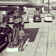 Fueling up on Peachtree in Buckhead in 1949. ‪