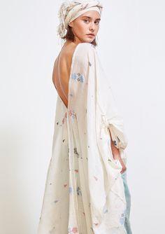 Collection Printemps Eté • Spring Summer 2017 • Richard Poncho • www.mesdemoisellesparis.com/e-shop/fr/blouse/poncho-richard Seto Pants • www.mesdemoisellesparis.com/e-shop/fr/pantalon-shorts/pantalon-seto Richa Scarf • www.mesdemoisellesparis.com/e-shop/fr/accessoires/foulard-richa #mesdemoiselles #collection #springsummer #clothes #look #outfit #mesdemoisellesparis 70s Fashion, Fashion 2020, Fashion Brands, Girl Fashion, Fashion Dresses, Vintage Fashion, Color Fashion, Hijab Fashion, Retro Mode