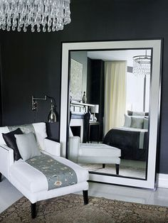 BLACK AND WHITE BEDROOM WITH FLOOR MIRROR | This huge mirror is the perfect bedroom furnitre for elegant interiors | www.bocadolobo.com #bedroomfurniture #floormirrors
