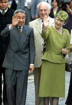 Accompanied by Hungarian President Ferenc Madl (C), Japanese Emperor Akihito (L) and his wife Empress Michiko (R) wave to wellwishers in Esztergom, Hungary