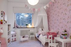 There is no place like home blog. Kids room with Pip Studio wallpaper, canopy bed, dollhouse, flag bunting #bunnyinthewindow