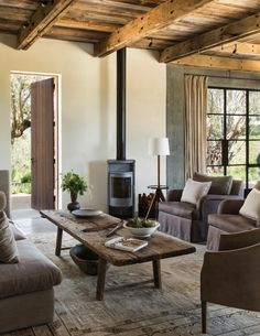 Rustic charm by Alison David/design firm Jute. Photo by Lisa Romerein.