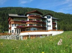 Hotel Humlerhof Gries am Brenner Only 500 metres from the Nösslach exit of the A13 motorway, Hotel Humlerhof offers free Wi-Fi, a restaurant, and a spa area. A large car park is available for free.