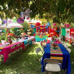 🌟Tante S!fr@ loves this📌🌟Mexican Sarape Table Runner Cinco de mayo table runner Mexican Birthday Parties, Mexican Fiesta Party, Fiesta Theme Party, Taco Party, Party Themes, Themed Parties, Party Ideas, Mexico Party Theme, Fiesta Party Centerpieces