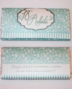 Invito color Tiffany per Tavoletta Di Cioccolato, realizzato in meraviglioso cartoncino leggermente perlato, personalizzabile con nomi, data, frase e colori. Scopri le eccezionali promo su Mobilia Store.