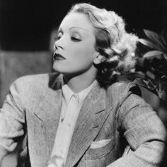 Marlene Dietrich was a German-American actress and singer. She used her glamour and exotic good looks to cement her stardom and was one of the highest-paid actresses of her era. Old Hollywood Glamour, Golden Age Of Hollywood, Vintage Hollywood, Hollywood Stars, Classic Hollywood, Hollywood Fashion, Marlene Dietrich, Look Vintage, Vintage Glamour