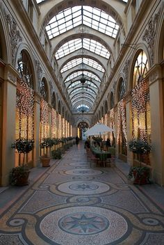 Exploring the covered passages of Paris