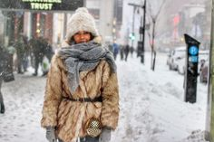 Prima zapada in Montreal We The People, Montreal, North America, Fur Coat, How To Wear, Jackets, Fashion Design, Down Jackets, Fur Coats