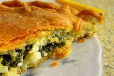 Προτίμησα αυτή τη συνταγή ζύμης γιατί περιέχει αρκετό ελαιόλαδο αναλογικά στα συστατικά της, οπότε εξασφαλίζεται η λιπαρότητα που θέλουμε για να γίνουν τα φύλλα τραγανά. Έχουμε δοκιμάσει σε πολλές πίτες αυτό το φύλλο τον τελευταίο καιρό, γιατί είναι εύκολο και με πολύ καλό αποτέλεσμα! Pita Recipes, Greek Recipes, My Recipes, Dessert Recipes, Cooking Recipes, Favorite Recipes, Greek Desserts, Almond Flour Recipes, Beach Meals