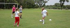 How to run soccer practice helps kid soccer players learn and have fun.