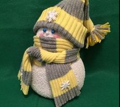 Best DIY Projects For Home Decorating: Sock Snow People