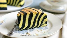 Light and moist Ogura cake with zebra (or rather tiger/ bumble bee) pattern. With video. Easy Cake Recipes, Healthy Dessert Recipes, Delicious Desserts, Cupcakes, Cake Cookies, Cupcake Cakes, Key Lime, Nutella, Ogura Cake
