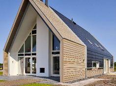 Nieuwbouw vrijstaande woning voor een particuliere opdrachtgever. Ontwerp is gemaakt door Adema Architecten, constructie door Projectengingeering Castelein