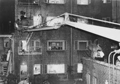 """20 Interesting Behind the Scenes Photos From the Making of Alfred Hitchcock's """"Rear Window"""" ~ vintage everyday Alfred Hitchcock, Hitchcock Film, Entertainment Weekly, Scene Photo, Movie Photo, Michael Hayes, Cinema, Rocky Horror, Window Art"""