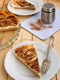 Pradobroty: Tvarohové řezy se skořicovou polevou Sweet Desserts, Sweet Recipes, Dessert Recipes, Czech Recipes, Polish Recipes, Something Sweet, Healthy Baking, Food Inspiration, Baked Goods