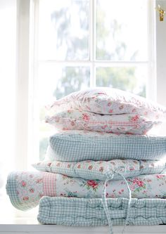 Shabby Chic Interior Design Ideas For Your Home Shabby Chic Style, Casas Shabby Chic, Shabby Chic Mode, Shabby Chic Interiors, Shabby Chic Bedrooms, Shabby Chic Cottage, Shabby Chic Decor, Shabby Chic Quilts, Romantic Bedrooms
