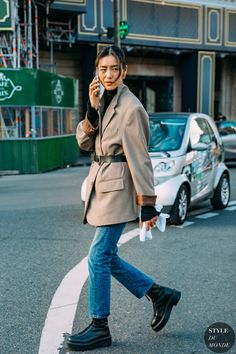 Feb 2020 - Liu Wen between the trend exhibits. The publish Haute Couture Spring 2020 Street Style: Liu Wen appeared first on STYLE DU MONDE Street Style Outfits, Look Street Style, Asian Street Style, Outfits Casual, Korean Street Fashion, Street Style Looks, Mode Outfits, Fall Outfits, Korean Outfit Street Styles