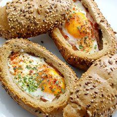 Schneewittchens Apfel: Eier-Schiffchen  Nach gekocht und für sehr lecker empfunden. Habe aber Brötchen zum aufbacken vor dem Backen verwendet.