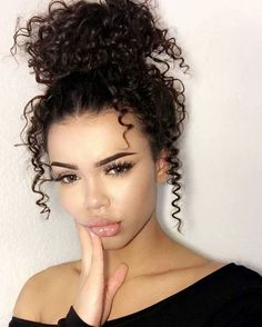 Trendy hairstyles for naturally curly hair - hairstyles- Trendige Frisuren für natürlich lockige Haare – Frisuren Trendy hairstyles for naturally curly hair - Hair Inspo, Hair Inspiration, Twisted Hair, How To Curl Your Hair, Natural Curls, Curly Girl, Pretty Hairstyles, Prom Hairstyles, Naturally Curly Hairstyles