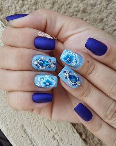 23 Fotos de Unhas com flores que estão na moda Blue Nail Designs, Diy Nail Designs, Rhinestone Nails, Bling Nails, Gem Nails, Hair And Nails, Cute Nails, Pretty Nails, Caviar Nails