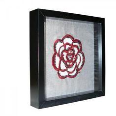 Broderie d'art. Fleur sur soie sauvage avec incrustation de tulle. Point de Beauvais, broderie aiguille et perlée de Lunéville. http://www.valeriehacquin.com/creation-fleurette-fleur-broderie-d-art-sur-soie-sauvage-argent-240