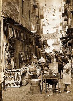 Napoli di Bellavista, L. de Crescenzo #ilovenapoli Old Pictures, Old Photos, Vintage Photographs, Vintage Photos, Italian People, Vintage Italy, Naples Italy, Europe Photos, Shops