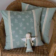 Textiles, Throw Pillows, Home Decor, Scrappy Quilts, Cushions, Homemade Home Decor, Decoration Home, Cloths, Fabrics
