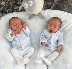 my original due date. Although we were never going to get there! The twins were 5 weeks old here and still soo tiny. Cute Baby Twins, Twin Baby Girls, Twin Mom, Cute Little Baby, Baby Girl Newborn, Little Babies, Mode Instagram, Asian Babies, Cute Baby Pictures