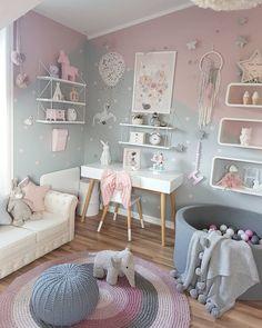 Wat een prachtige kleine meisjeskamer! Het grijze en roze kleurenblok op de muren is ...