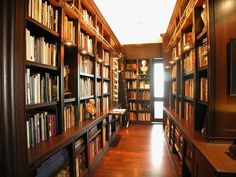 Very traditional, very nice library with aisles