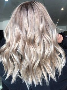 """Check Out Our , Champagne is the Latest Color Hair We Re Crazy for, Champagne Bronde"""" Blends Summer and Fall Hair Color Trends, Champagne Blonde Hair Color Pccheatz. Blonde Hair Looks, Blonde Hair With Highlights, Blonde Color, Blonde Balayage, Bronde Hair, Blonde Fall Hair Color, Summer Blonde Hair, Color Highlights, Makeup With Blonde Hair"""