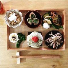 momoeのケータリングみたいですね。 木製のプレートや木箱に入れると和食屋さん仕立てでとっても素敵です。
