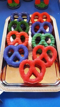 Chocolate covered pretzels for PJ Masks themed party - maybe marshmallows too? Superhero Birthday Party, 4th Birthday Parties, Birthday Ideas, Pj Masks Birthday Cake, Third Birthday, Baby Birthday, Pjmask Party, Party Ideas, Festa Pj Masks