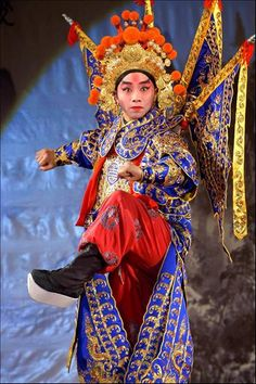 People's Daily Online -- Costume Culture Festival in Hangzhou Chinese Design, Chinese Style, Chinese Art, Turandot Opera, Chinoiserie, Dragon Dance, Chinese Opera, Asian History, Poster Pictures